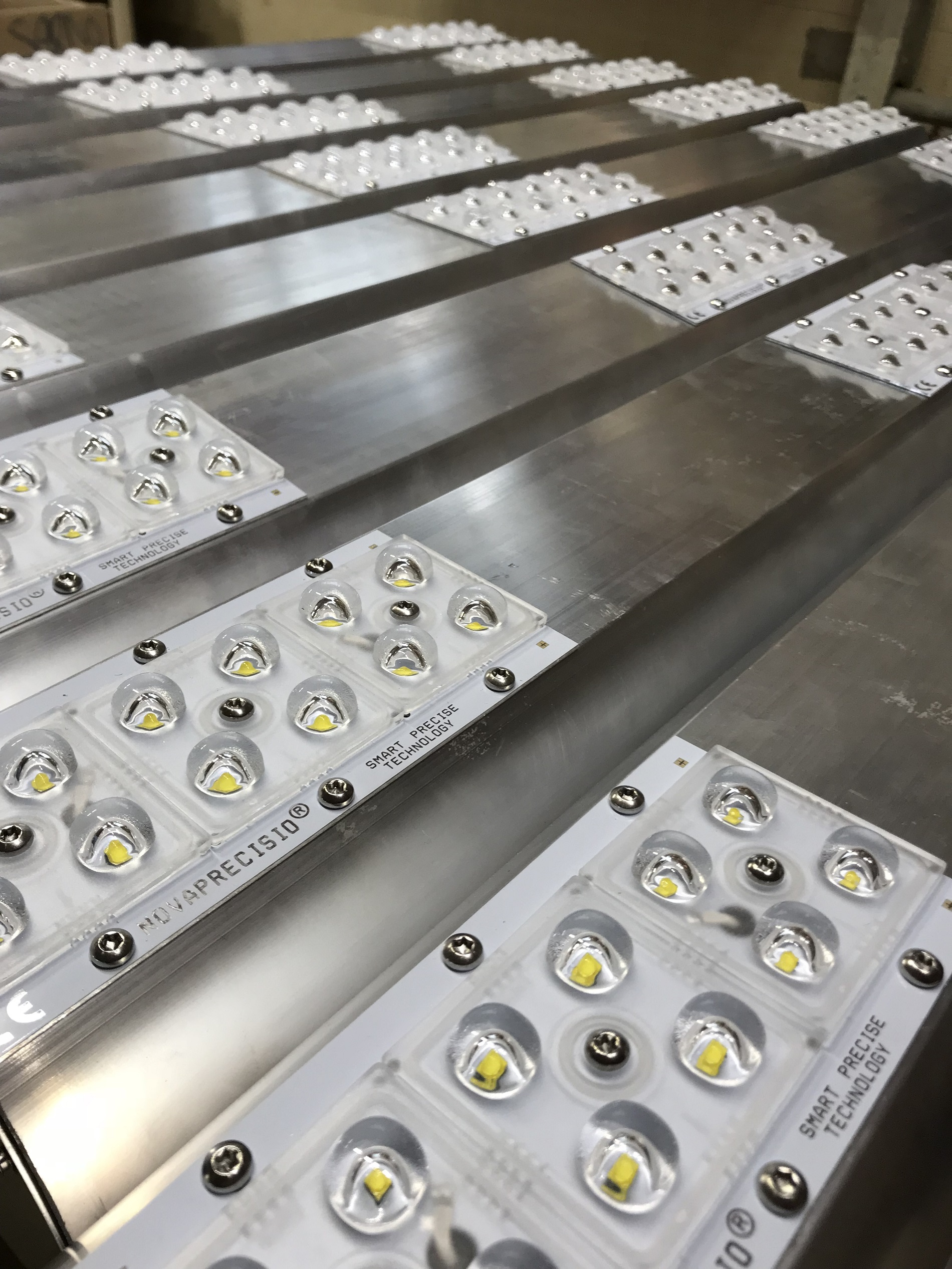 Fase di produzione per la Realizzazione lampade a LED Italiane